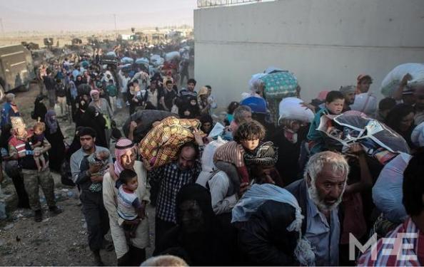 Des milliers de Syriens traversent la frontirère turque, les Kurdes accusés de nettoyage ethnique juin 2015